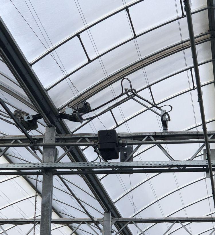 Elke dakdeel is uitgerust met een afzonderlijk aan te sturen motortje