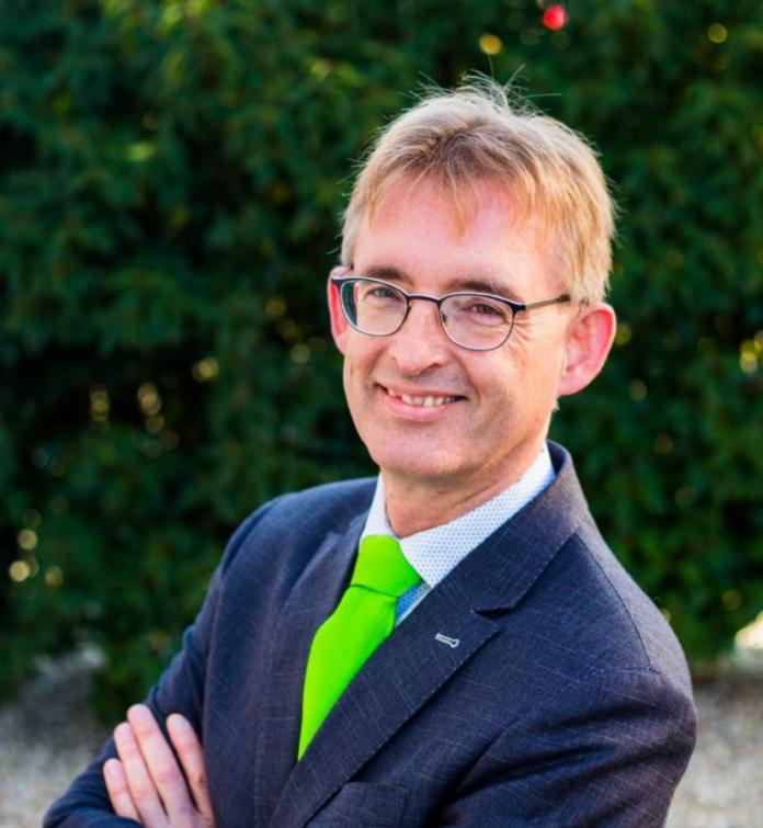 Dick Oosthoek van Stichting Kleurkeur: 'De markt is toe aan uniformiteit bij ecologisch maaien.'