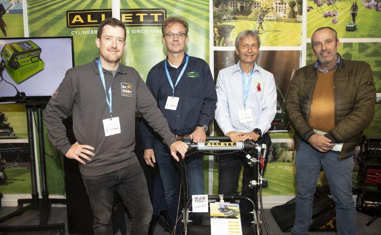 Jason Venema (De Ridder/FC Utrecht), Arjen Spek (Milati Grass Machines), Dave Allett (Allett Mowers) en Don van Schijndel (DBS Maaitechniek).