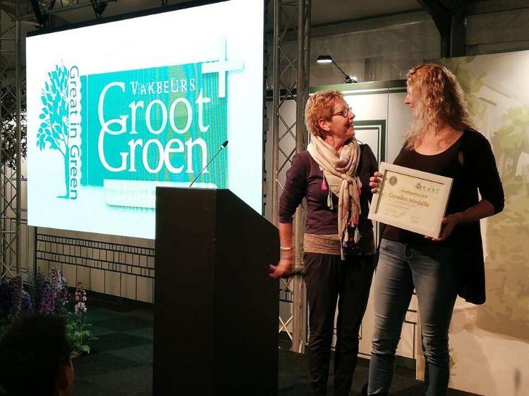 De presentatie in persoonstermen van de elegante verschijning van de laurierkers Prunus laurocerasus 'Sofia', leidde in 2019 tot de toekenning van een gouden KVBC-award op Groot Groen Plus